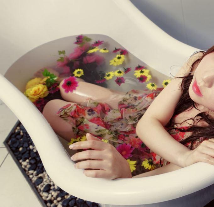 チョコの入浴剤は女子ウケOK! バレンタインに使用すれば、お互いの距離も急速に縮まり、カップルで盛り上がること間違いなし!